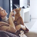 Kobiece swetry oversize – jesienna kobiecość